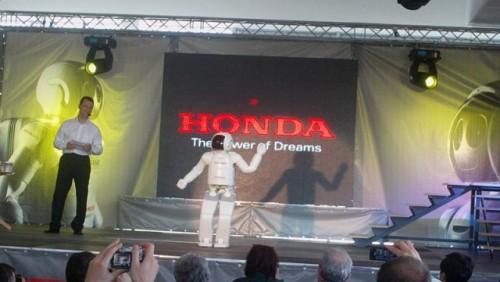 Galerie Foto: Honda prezinta robotul Asimo in Romania24988