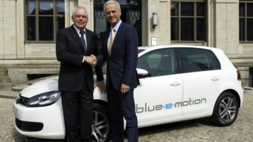 Volkswagen a prezentat conceptul Golf blue-e-motion la Berlin24461