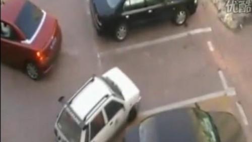 VIDEO: Nu furati locul de parcare unei femei!24052