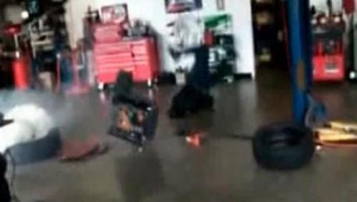 VIDEO: Ce poate face declansarea unui airbag unui om23626