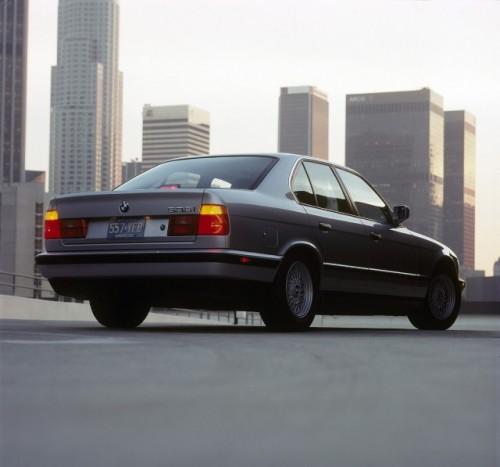BMW prezinta in imagini istoria lui Seria 523493