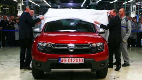Basescu a primit o Dacia Duster rosie23277