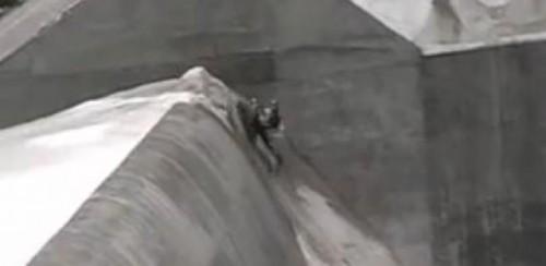 VIDEO:  Ce se poate face cu un snowmobil23209