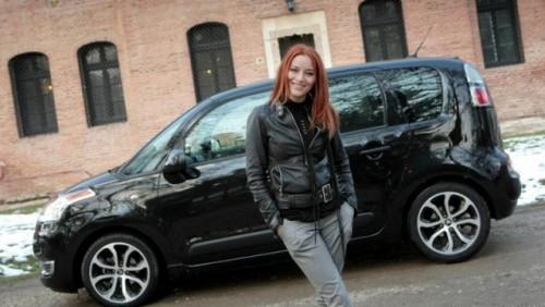 Doua telenoveliste din Romania prefera Citroen C3 Picasso23020