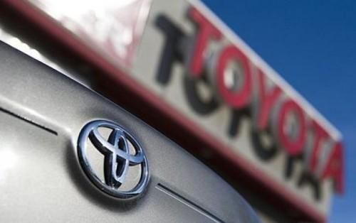 Toyota investigheaza plangerile clientilor ale caror masini au fost reparate21607