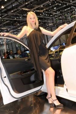 Galerie Foto: Fetele Salonului Auto de la Geneva21473