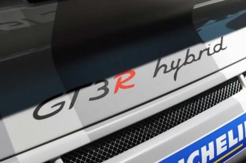 Geneva LIVE: Porsche 911 GT3 R Hibrid21208