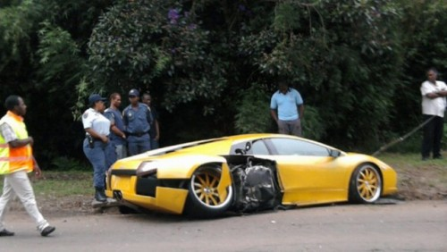 Incredibil: un Lamboghini Murcielago loveste un Ferrari 43020212