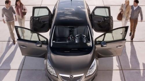 Iata interiorul noului Opel Meriva!18910