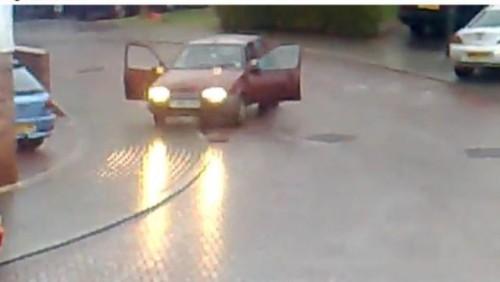 VIDEO: Cu masina pe gheata18153