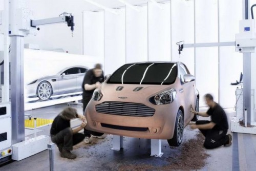 Premiera: Aston Martin Cygnet18060