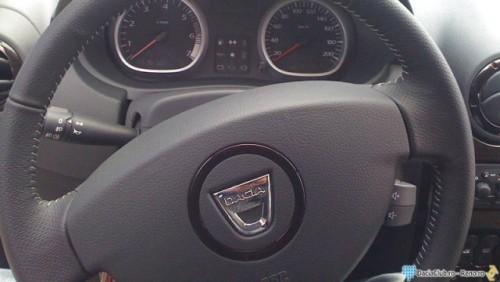 Primele imagini cu interiorul lui Dacia Duster17696