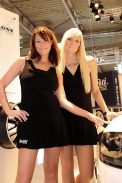 Cele mai sexy fete de la Essen Motor Show17438