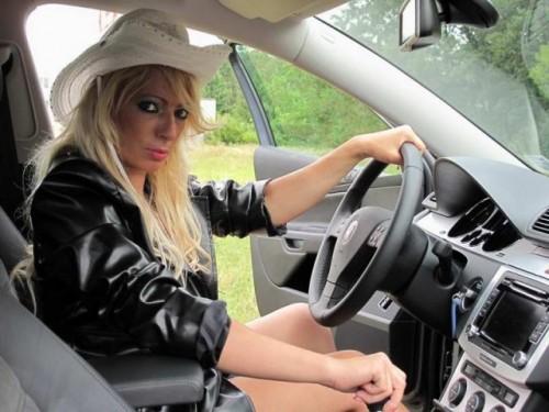 EXCLUSIV: Vedete si masini- Sofie17033