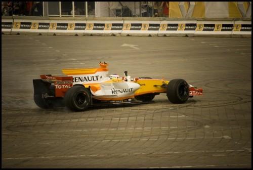 Galerie Foto: Renault F1 Roadshow la Bucuresti15965