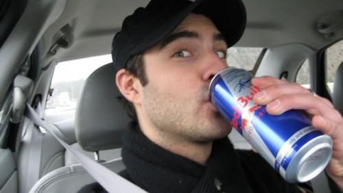 Bauturile energizante sunt la fel de periculoase ca si alcoolul la volan15758