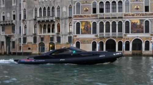 Fotomodelul roman Catrinel este imaginea Lancia14253