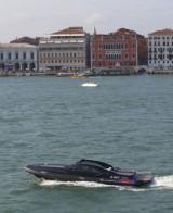Fotomodelul roman Catrinel este imaginea Lancia14256