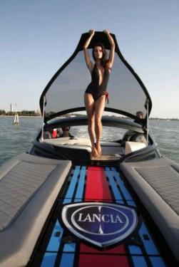 Fotomodelul roman Catrinel este imaginea Lancia14257