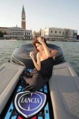 Fotomodelul roman Catrinel este imaginea Lancia14262