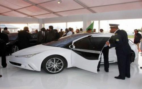 Presedintele Libiei, designerul celei mai sigure masini din lume?14123