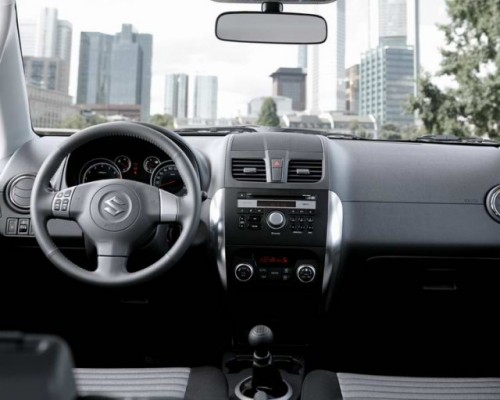Suzuki SX4 facelift - imagini in premiera!13557