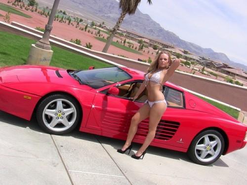Ferrari Testarossa, atractie pentru femei13049