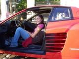 Ferrari Testarossa, atractie pentru femei13053