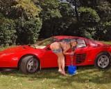 Ferrari Testarossa, atractie pentru femei13062