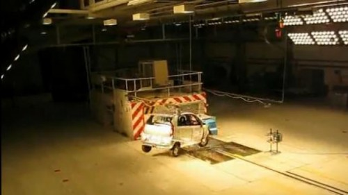 VIDEO: Tata Nano trece primul crash-test12790