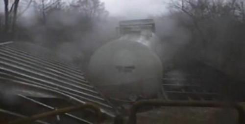 VIDEO: Un tren este aruncat de pe sine de o tornada12593