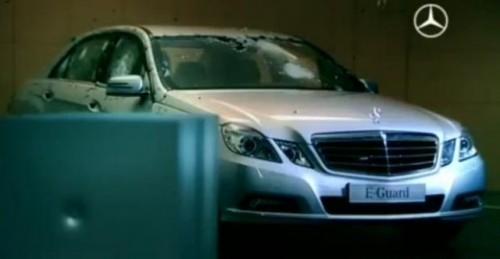 VIDEO: Focuri de arma asupra lui Mercedes E-Guard12441
