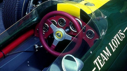 Lotus revine in Formula 111817