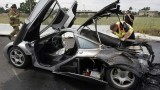 Un McLaren F1 continua seria supercarurilor in flacari11751