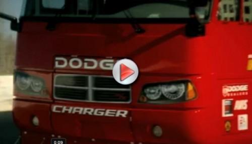 Reclame cu un autobuz Dodge de curse11472