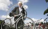 VIDEO: Primarul Londrei, aproape sa-si piarda viata pe bicicleta11383