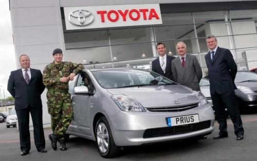 Armata britanica recruteaza 50 de hibride Toyota Prius11099
