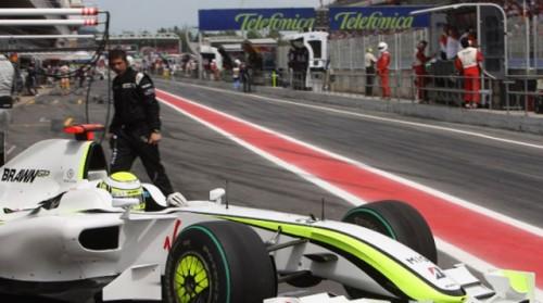 Button pleaca primul la Barcelona10755