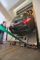 Porsche Panamera in drum spre etajul 9410036
