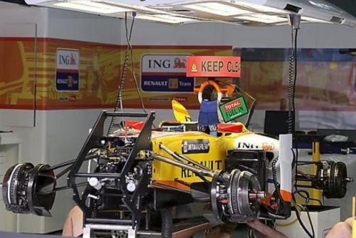 Prima sesiune de antrenamente: Hamilton invinge masinile BMW Sauber9956