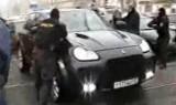 VIDEO: Trupele rusesti ataca un Porsche Cayenne9839