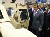 Arnold Schwarzenegger isi mai ia un Hummer?9707