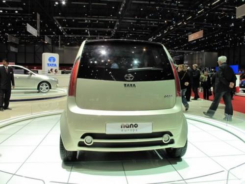 Tata Nano rupe barierele8894