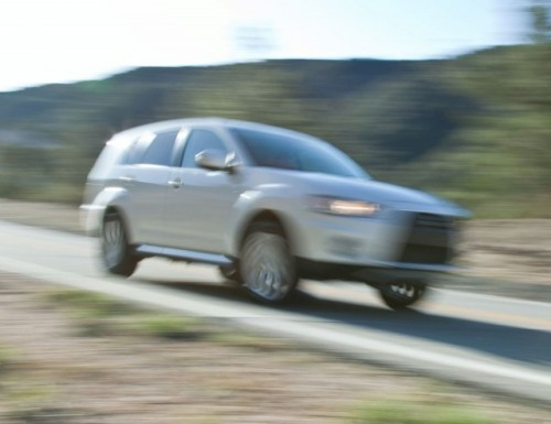 Mitsubishi a lansat o imagine de presa cu prototipul Outlander GT8654