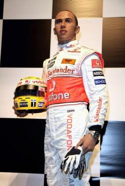 Lewis Hamilton ajunge statuie7812