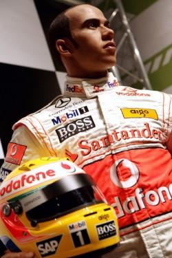 Lewis Hamilton ajunge statuie7813