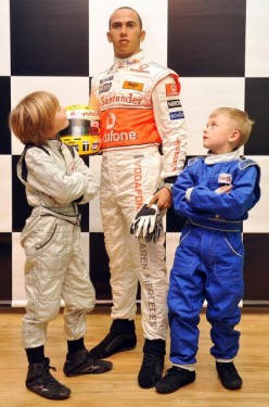 Lewis Hamilton ajunge statuie7819