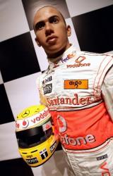 Lewis Hamilton ajunge statuie7814