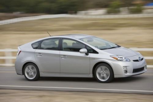 Toyota pregateste un rival mai ieftin pentru Honda Insight!7683