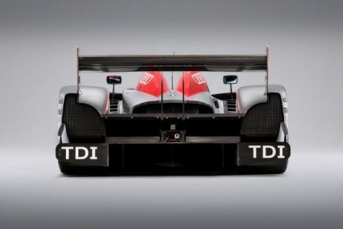 Un nou set de imagini cu Audi R15 TDI!7563